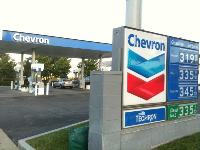 Deputies searching for a man who robbed the Chevron in San Miguel